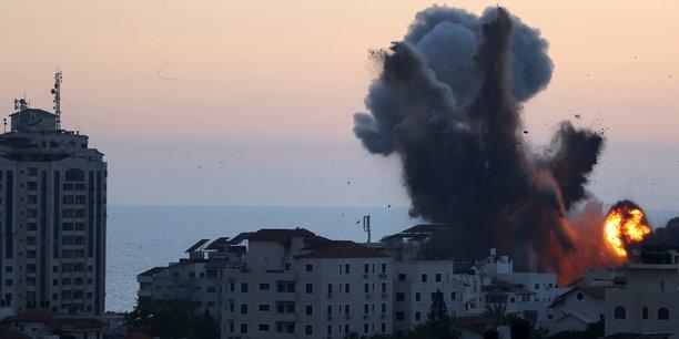 Au moins 12 personnes tuees pendant la nuit a gaza, selon les secours palestiniens[reuters.com]