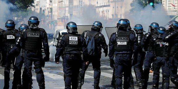 Manifestation a paris : la police a utilise des canons a eau et des gaz lacrymogenes[reuters.com]