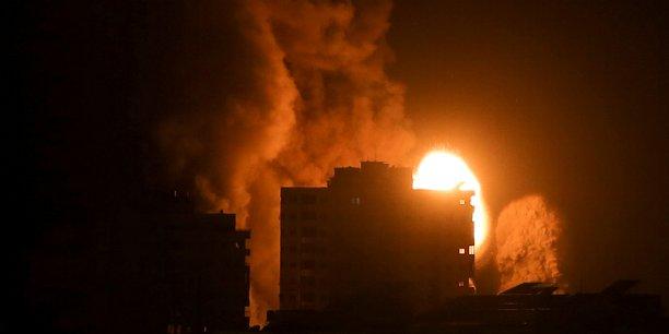 Des frappes israeliennes tuent 42 palestiniens, nouveaux tirs de roquettes depuis gaza[reuters.com]