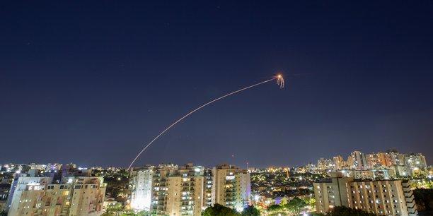 Sous la douche ou dans les magasins, les israeliens fuient les tirs de roquette[reuters.com]
