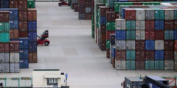 Chine: ralentissement de la production industrielle et des ventes au detail[reuters.com]