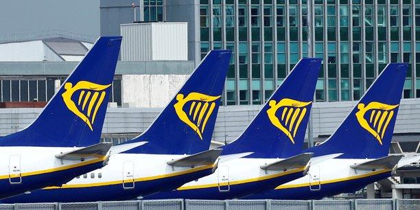 Ryanair affiche une perte annuelle record mais dit observer des signes de reprise[reuters.com]