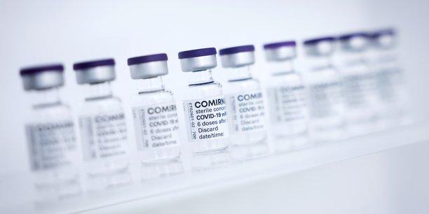 L'Organisation mondiale de la santé (OMS) avait indiqué que faute de « données adéquates », elle ne pouvait pas encore faire de recommandation sur un changement de vaccin anti-Covid entre deux doses.