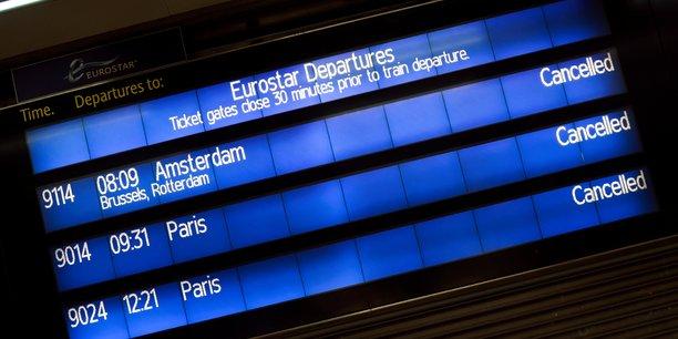 Photo d'illustration: annulations de trains Eurostar en cascade le 21 décembre 2020 sur le panneau des départs à la gare londonienne de St-Pancras, alors que les pays de l'UE imposent une interdiction de voyager depuis le Royaume-Uni à la suite de l'épidémie de Covid-19.