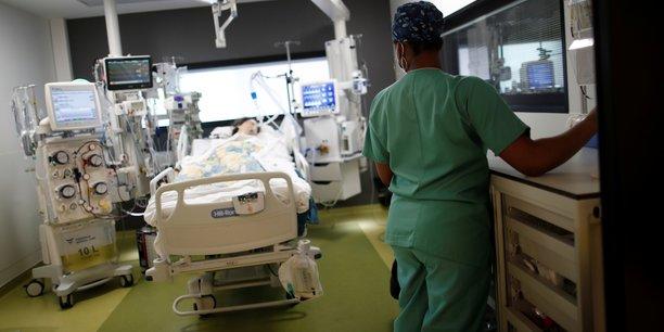 La france compte 4.015 patients soignes en reanimation a cause du covid[reuters.com]