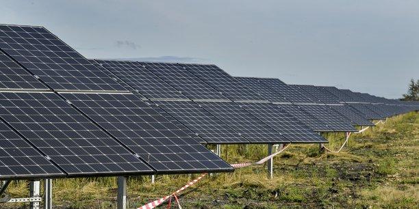 La centrale solaire de Merle-Sud à Saint-Magne (Gironde) .