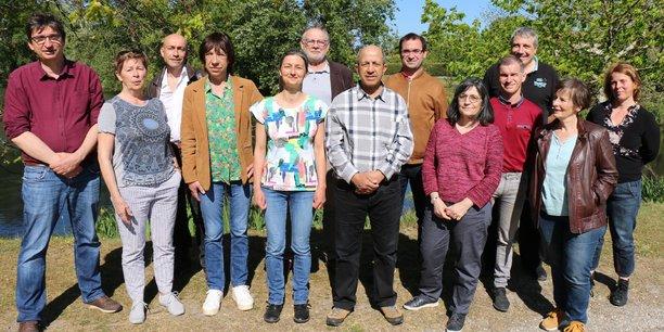 Guillaume Perchet (à gauche) et les têtes de liste de Lutte ouvrière en Nouvelle-Aquitaine pour le scrutin régional des 20 et 27 juin 2021.