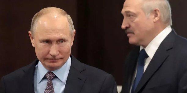 De gauche à droite, le président russe Vladimir Poutine et le président biélorusse Alexandre Loukachenko.