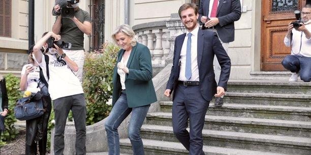 En Auvergne Rhône-Alpes, le candidat frontiste aux Régionales 2021 incarne un nouveau visage du Rassemblement National, mais aussi un nouveau courant localiste, qui reprend les thèmes de préférence régionale et sauvegarde de l'emploi local post-crise.