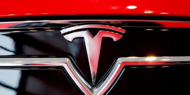 Tesla livre une nouvelle version de luxe de sa berline model s, baptisee plaid[reuters.com]