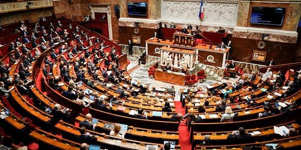 Les passes d'armes entre le gouvernement et les oppositions se sont poursuivies pendant toute la soirée de jeudi.