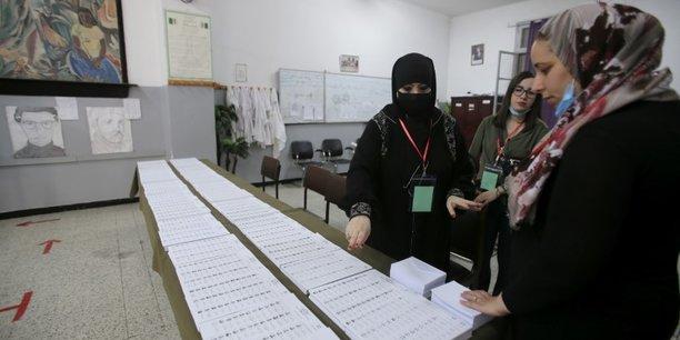 Les algeriens appeles a voter sur fond de crise politique et economique[reuters.com]