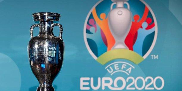 Le trophée Henri Delaunay récompensant le vainqueur du championnat d'Europe de l'UEFA.