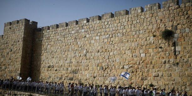 Israel: une marche des drapeaux a haut risque prevue mardi[reuters.com]