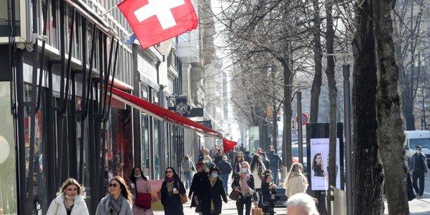 La suisse releve ses previsions economiques avec l'allegement des restrictions[reuters.com]