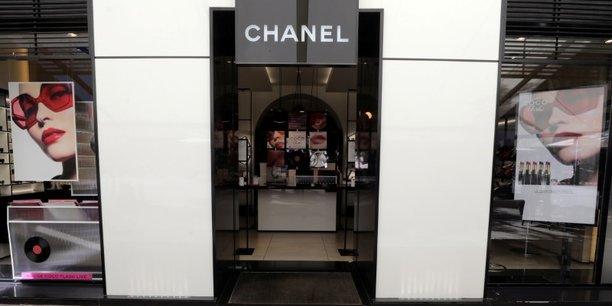 Chanel s'attend a une forte reprise de son activite en 2021[reuters.com]
