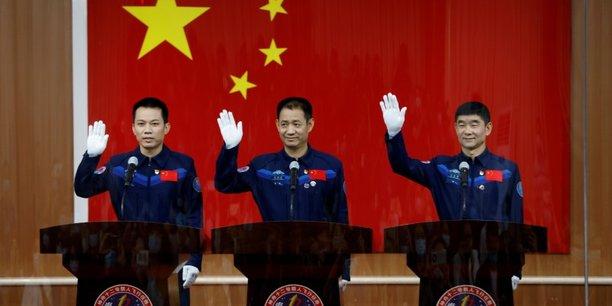 La chine va envoyer trois astronautes dans l'espace[reuters.com]
