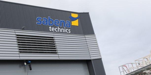 Les salariés de Sabena Technics à Dinard craignent qu'un non-renouvellement du contrat de maintenance des Casa CN-235, l'avion de transport tactique de l'Armée de l'Air, ne provoque le crash de leur entreprise.