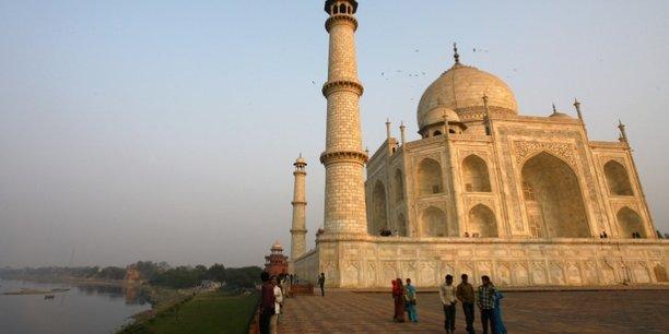 Inde: le taj mahal rouvre ses portes aux touristes[reuters.com]