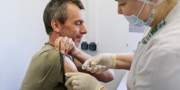 La ville de moscou rend obligatoire la vaccination contre le covid-19 pour certains salaries[reuters.com]