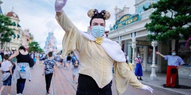 Disneyland paris rouvre ses portes au public apres des mois de fermeture[reuters.com]