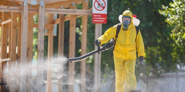 Russie: un variant agressif du coronavirus sevit a moscou, dit le maire[reuters.com]