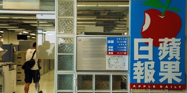 Hong kong: apple daily augmente son tirage apres une descente de police[reuters.com]