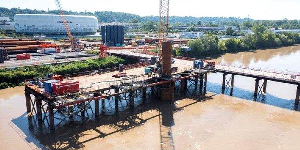 Les fondations des piles du futur pont Simone Veil ont débuté à partir de la rive droite.
