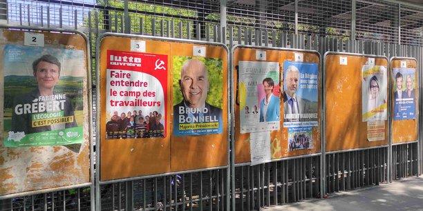 Au total, neuf listes sont en lice en Auvergne Rhône-Alpes : Les Républicains, La République en marche, Rassemblement National, Parti Socialiste et Parti de gauche, Europe Ecologie Les Verts, France Insoumise et Parti Communiste, Lutte Ouvrière, Union essentielle et Union des démocrates musulmans français (UDMF).