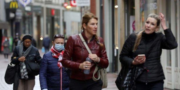 Les pays-bas vont a leur tour lever l'obligation du port du masque en exterieur[reuters.com]