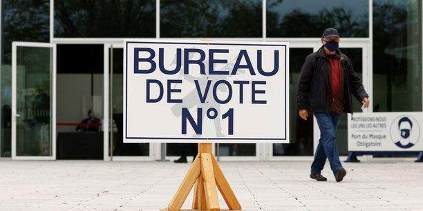 Ouverture des bureaux de vote pour le premier tour des regionales[reuters.com]