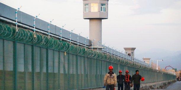 Les etats-unis sanctionnent des entreprises chinoises soupconnees de travail force des ouighours, selon des sources[reuters.com]