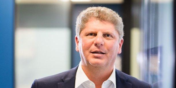 Issu de GE Capital, Eric Shehadeh a su bâtir en toute discrétion un groupe spécialisé dans le crédit, par acquisitions et cessions successives.Il prépare désormais la future intégration des activités de banque de détail d'HSBC France, un processus qui doit prendre deux ans.