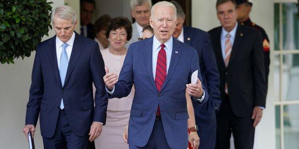 Biden annonce un accord sur le plan d'infrastructures[reuters.com]