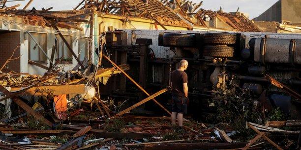 Une tornade rare frappe le sud de la republique tcheque[reuters.com]