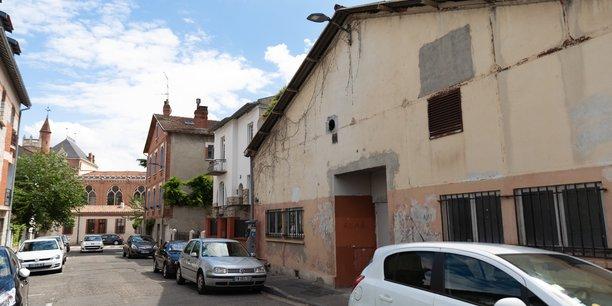 Malgré plus de 350 signatures recueillies sur une pétition demandant le retrait du projet, la plus grosse dark kitchen de Toulouse verra bien le jour en novembre dans le quartier des Chalets, à Toulouse.