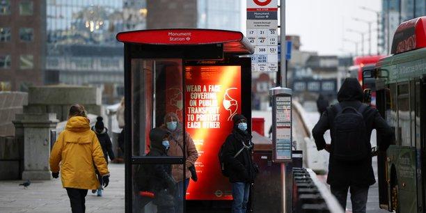 Angleterre: des documents classifies trouves a un arret de bus[reuters.com]