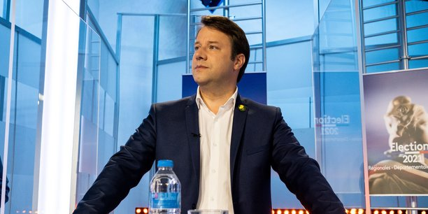 Le président sortant de la Région Bretagne, Loïg Chesnais-Girard, est arrivé dimanche soir en tête d'une quinquangulaire inédite avec 29,8 % des voix, selon les premières estimations.