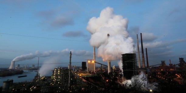 Union europeenne: vers un durcissement des quotas carbone et un elargissement aux transports[reuters.com]