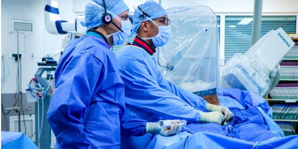 Electroducer a conçu un système d'introducteur électrique, de fabrication 100% française, qui permet d'aller jusqu'au cœur. Universel, il peut être utilisé via le poignet ou l'aine, pour les coronaires ou la pose de valves et qui évite d'ouvrir le thorax du patient.