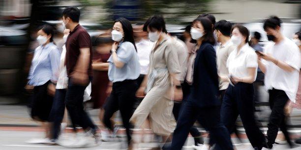 Les personnes infectées produisent beaucoup plus de virus que celles infectées par la version originale du SRAS-CoV-2, ce qui le rend très facile à propager, estiment les chercheurs chinois.