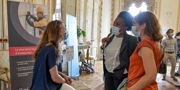 L'alternance est l'une des pistes priorisées pour faciliter l'insertion de la génération Covid sur le marché du travail, comme ici avec le Geiq BTP Bordeaux Océan au job dating organisé par La Tribune le 8 juillet 2021 à Bordeaux.