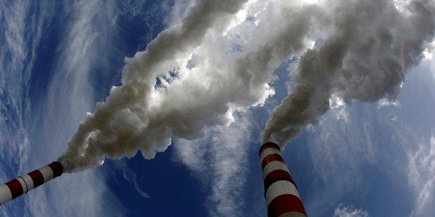 L'exécutif européen entend relever le coût des émissions de dioxyde de carbone (CO2) imputables à différentes activités comme au chauffage, aux transports et à l'industrie tout en taxant davantage les carburants d'aviation et les combustibles maritimes.