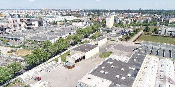 A Lyon, la volonté de replacer l'industrie au coeur de la ville tout en la verdissant davantage s'illustre déjà par deux exemples concrets à l'échelle de la métropole : avec des projets autour de l'historique Vallée de la Chimie, mais aussi de la très récente Usin (ex-Bosch), à Vénissieux, où le constructeur allemand fabriquait jusqu'en 2020 ses anciennes pompes à injection diesel.