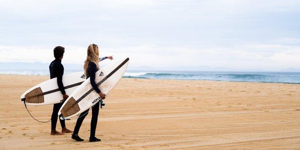 De plus en plus de fabricants de matériels de surf cherchent à relocaliser et décarboner leurs produits.