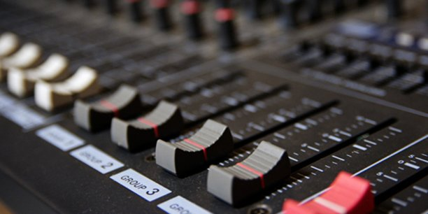 Le nouveau studio montpelliérain Le Son de l'encre propose de la post-production et du sound design, des posdcasts, de la fiction sonore et de l'audiobooks.