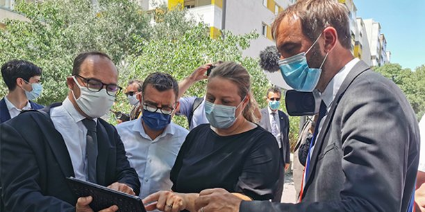 """Le 16 juillet, Nadia Hai, ministre chargée de la Ville, est aux côtés de Michaël Delafosse, maire de Montpellier, pour lancer le programme """"Quartier productif""""."""