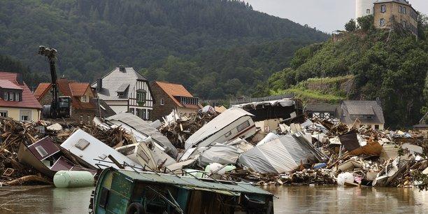 Plus de deux cents personnes sont mortes dans les inondations de juillet 2021 en Europe, qui ont également fait de nombreux disparus, et détruit des centaines de maisons ainsi que des infrastructures.