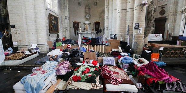 Belgique: le gouvernement fragilise par la greve de la faim de sans-papiers[reuters.com]