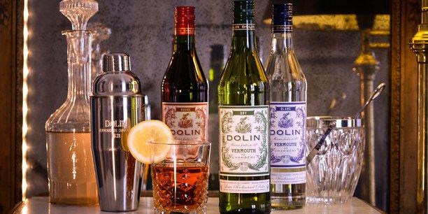 Le vermouth français de Dolin, obtenu par la macération dans du vin blanc de pas moins d'une trentaine de plantes, fleurs et épices des Alpes, s'est longtemps consommé en apéritif, parfois même en boisson médicinale. Il est désormais devenu un ingrédient pour la composition de cocktails à l'international.